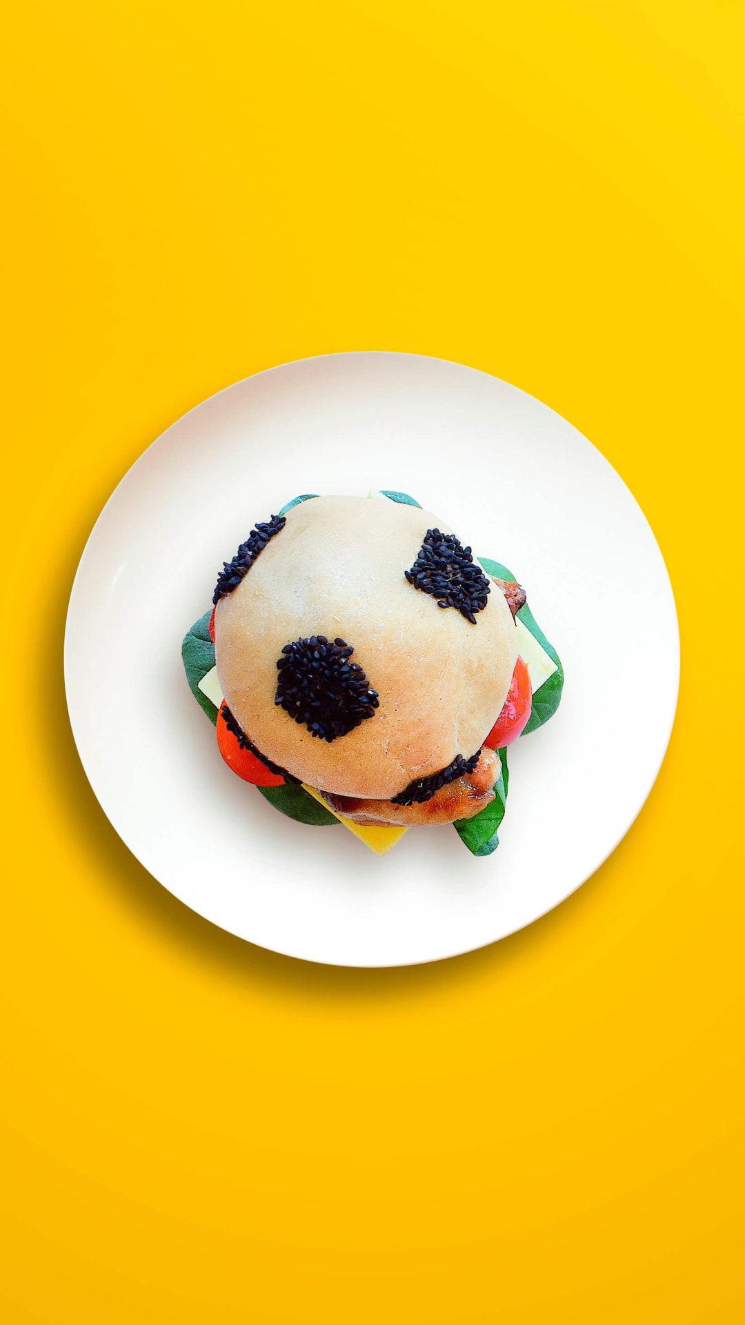 Fußball – Dinkelburger mit Rindfleischfrikadelle