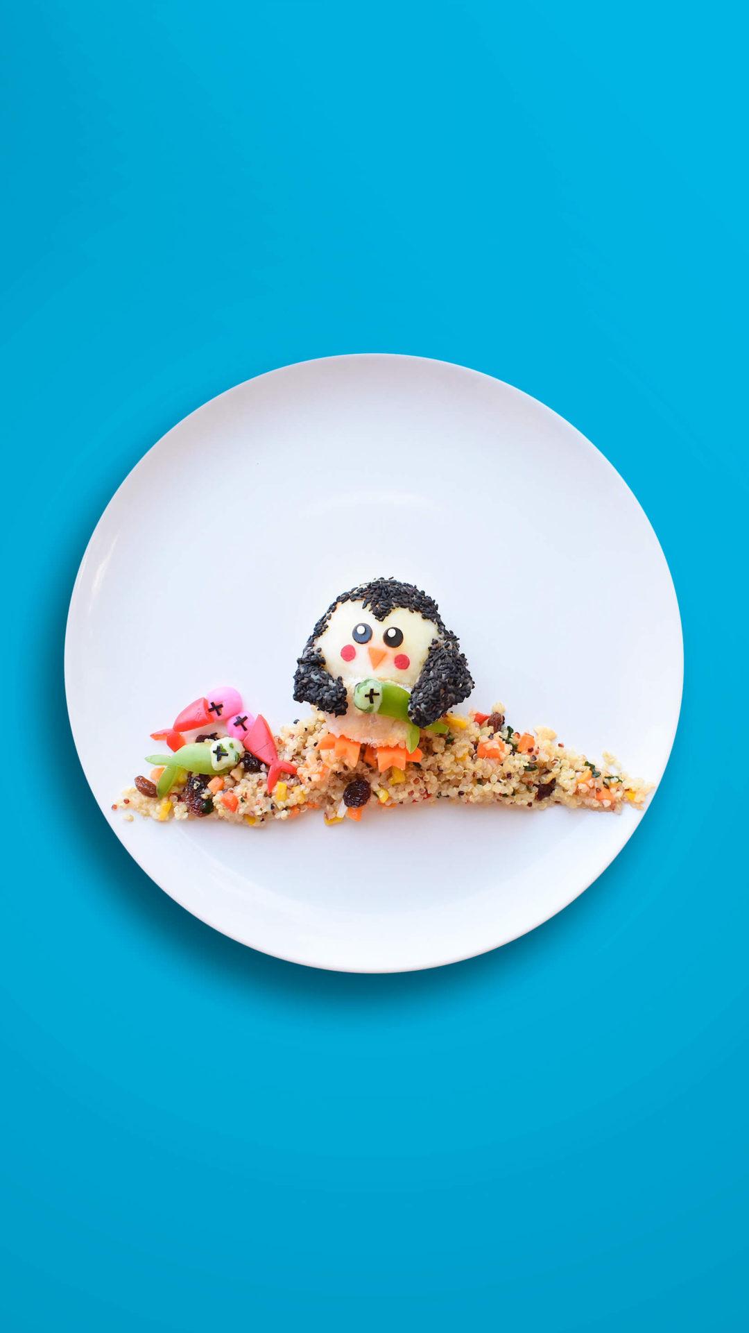 Pinguin am Strand (3D) – Quinoa-Gemüse mit (gefärbtem) Kartoffelpüree und Petersfisch