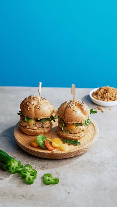 Mini-Lachsburger mit Linsenhummus