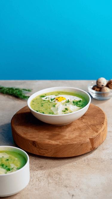 Kalte Erbsen-Brokkoli-Zucchini-Suppe