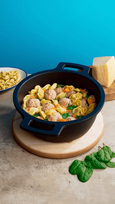 Tortellini-Suppe mit Putenhackbällchen